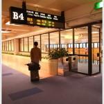 搭飛機前往香港。國泰CX465