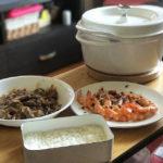 午餐在家吃。蒜味奶油蝦、沙茶羊肉